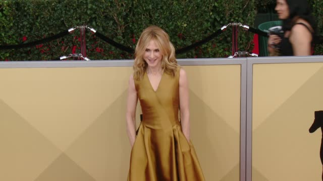 vidéos et rushes de holly hunter at the 24th annual screen actors guild awards at the shrine auditorium on january 21 2018 in los angeles california - holly hunter