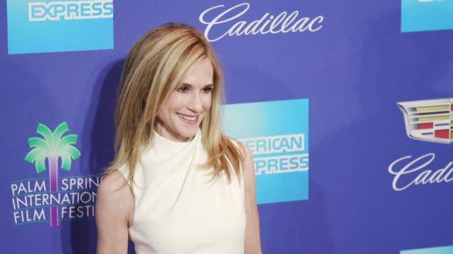 vidéos et rushes de holly hunter at the 29th annual palm springs international film festival awards gala at palm springs convention center on january 02 2018 in palm... - holly hunter