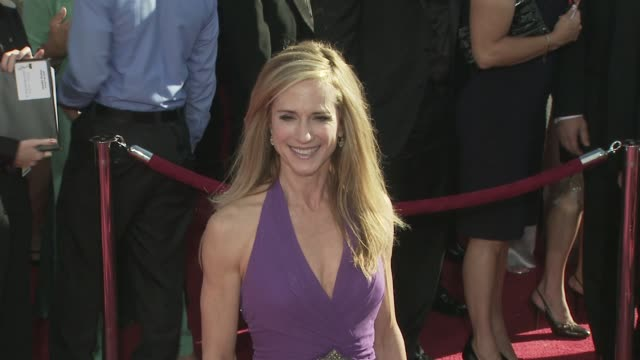 vidéos et rushes de holly hunter at the 60th primetime emmy awards at los angeles ca - holly hunter