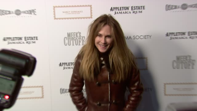 vidéos et rushes de holly hunter at the the cinema society nancy gonzalez host a screening of 'meek's cutoff' at new york ny - holly hunter