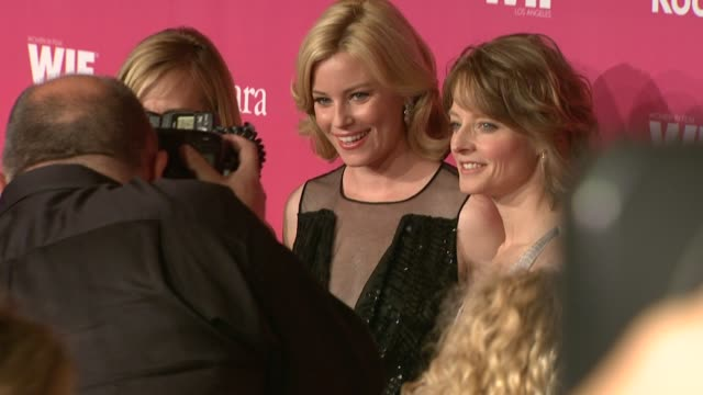 vidéos et rushes de holly hunter elizabeth banks jodie foster at the 2009 women in film crystal lucy awards at century city ca - holly hunter
