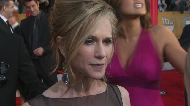 vidéos et rushes de holly hunter on her dress at the 16th annual screen actors guild awards arrivals at los angeles ca - holly hunter
