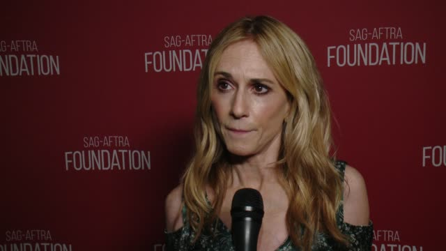 vidéos et rushes de interview holly hunter on the event at sagaftra foundation patron of the arts awards in los angeles ca - holly hunter
