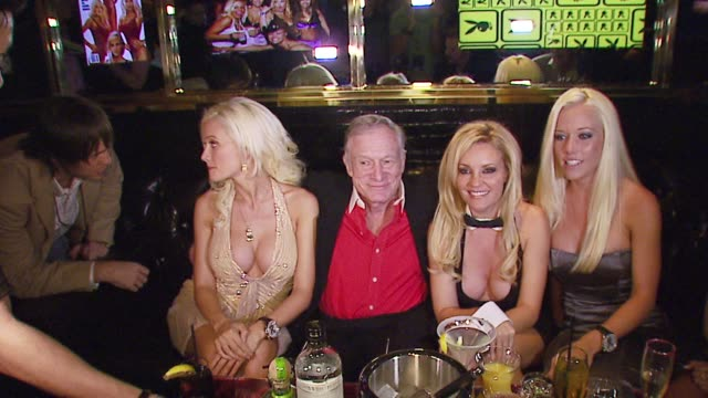 holly madison hugh hefner bridget marquardt and kendra wilkinson at the the playboy club vip grand opening at the palms hotel and casino at the palms... - hugh hefner stock-videos und b-roll-filmmaterial