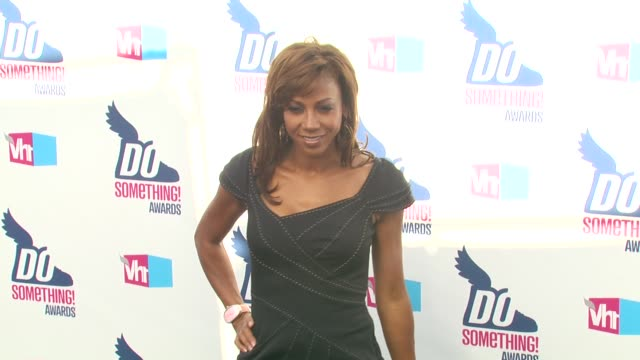 holly robinson peete at the 2010 vh1 do something awards at hollywood ca. - do something awards stock videos & royalty-free footage