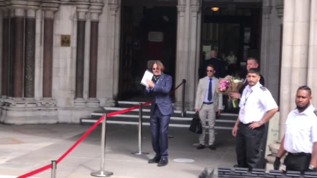 hollywood actor johnny depp has arrived at the high court on friday, july 24, for a hearing over the sun's claim that he abused his ex-wife. a group... - アンバー・ハード点の映像素材/bロール