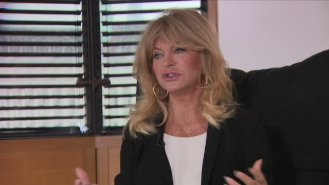 hollywood actress, goldie hawn, tells sky news about the me too movement and her experiences of sexual harassment. now, she's built a career playing... - goldie hawn stock-videos und b-roll-filmmaterial