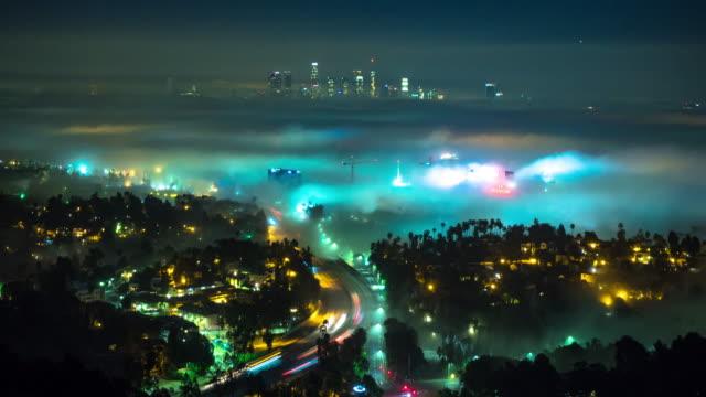 Hollywood et DTLA sur une nuit brumeuse - Time Lapse