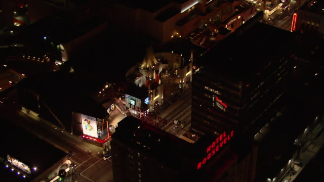 hollywood and the famous hollywood walk of fame, seen from an aerial view, at night. - ウォークオブフェーム点の映像素材/bロール