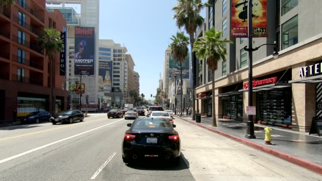 stockvideo's en b-roll-footage met hollywood blvd xxi gesynchroniseerde serie vooraanzicht rijproces plaat - hollywood california