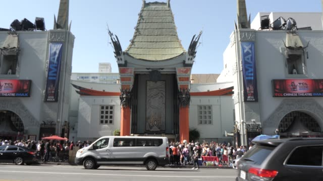 vidéos et rushes de hollywood boulevard, hollywood and view of tcl chinese theatre, los angeles, california, united states of america, north america - hollywood boulevard