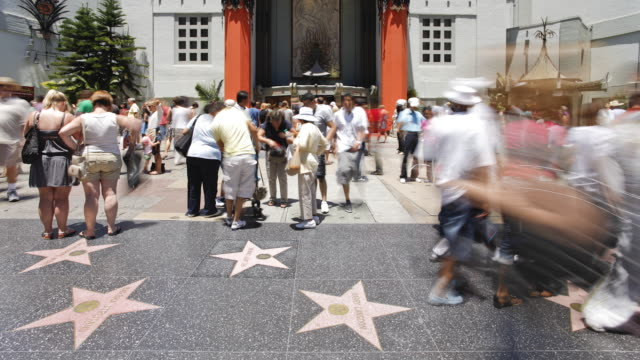 vidéos et rushes de  hollywood boulevard, hollywood walk of fame, los angeles, california, united states of america, time-lapse - hollywood boulevard