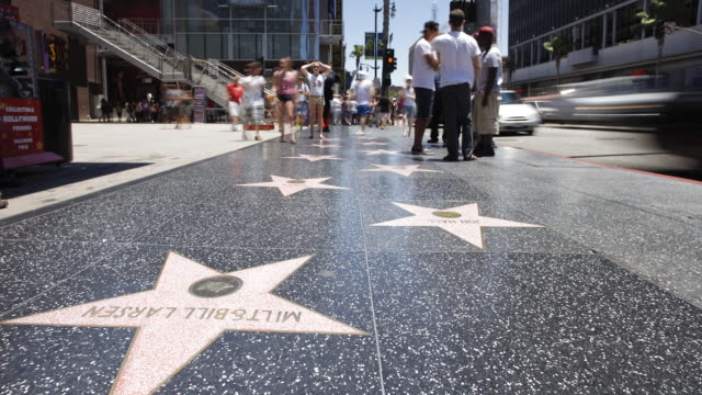 hollywood boulevard, hollywood walk of fame, los angeles, california, united states of america, time-lapse - a forma di stella video stock e b–roll