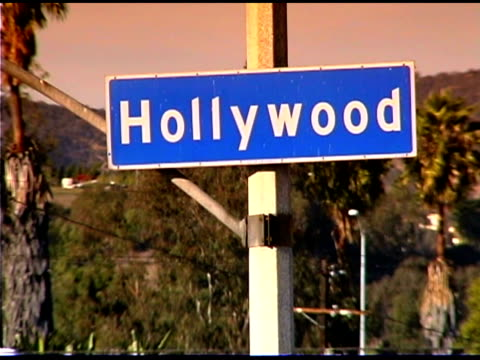 vidéos et rushes de hollywood boulevard street sign in los angeles, california - plaque de rue
