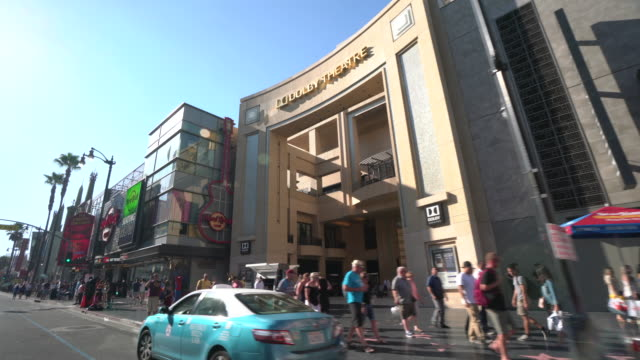 vídeos de stock e filmes b-roll de hollywood boulevard - the dolby theatre