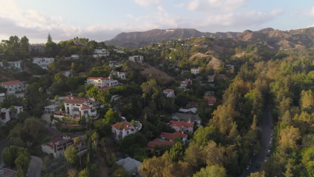 hollywood hills aerial hollywood sign - aircraft point of view stock videos & royalty-free footage