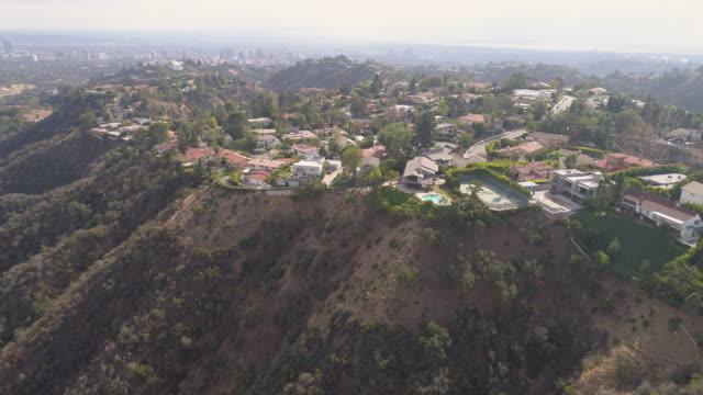 vídeos de stock, filmes e b-roll de antena de hollywood hills - hollywood califórnia