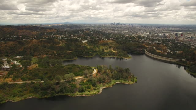 Lac de Hollywood et de l'antenne de collines