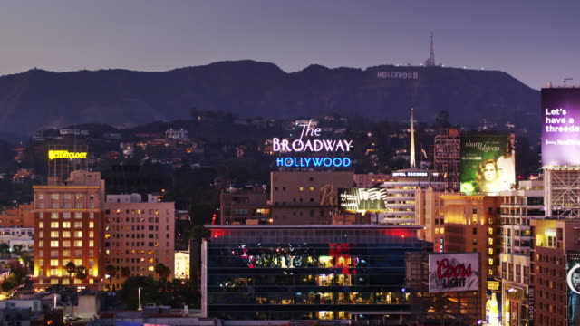 stockvideo's en b-roll-footage met hollywood nightlife - aerial shot - international landmark