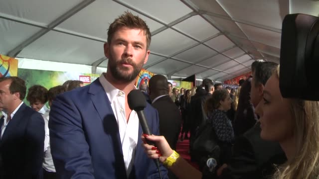 hollywood stars gather at the red carpet for the movie premiere of thor ragnarok - übersichtsreport stock-videos und b-roll-filmmaterial