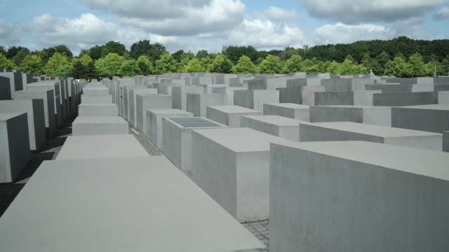 vídeos y material grabado en eventos de stock de holocaust memorial in berlin, germany - cementerio