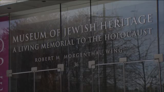holocaust remembrance day at museum of jewish heritage - olocausto video stock e b–roll