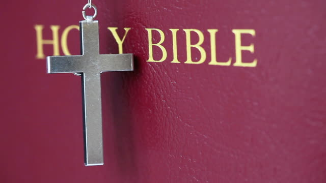 hd: holy bibel - buchdeckel stock-videos und b-roll-filmmaterial