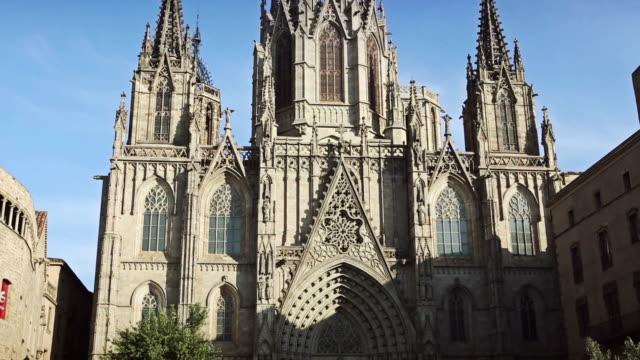 聖十字教会とセイント eulalia バリオ gotico 、バルセロナで - ゴシック地区点の映像素材/bロール