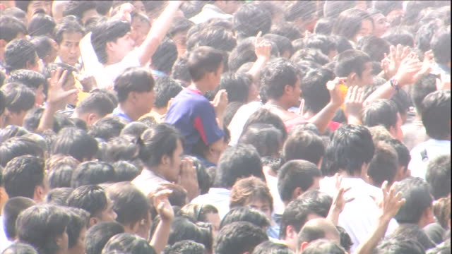holy water sprays over a large crowd of buddhists in thailand. - acqua santa video stock e b–roll