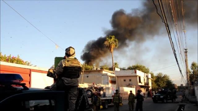 hombres armados atacaron el miercoles las oficinas del comite internacional de la cruz roja cicr en la ciudad de jalababad este causando la muerte de... - hombres stock videos & royalty-free footage