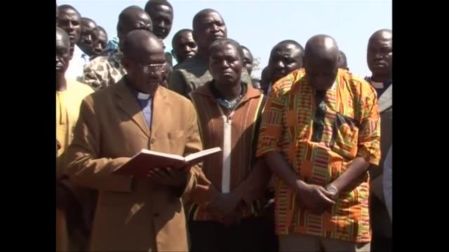 hombres armados mataron el martes de madrugada a 37 personas en el centro de nigeria una region sacudida por la violencia interconfesional voiced... - hombres stock videos & royalty-free footage