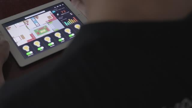 stockvideo's en b-roll-footage met domotica en slimme technologie voor thuis - intelligence