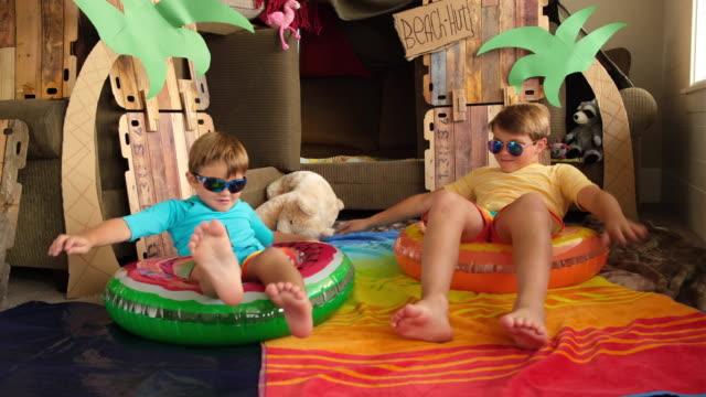 vídeos y material grabado en eventos de stock de home beach boys - emoción positiva