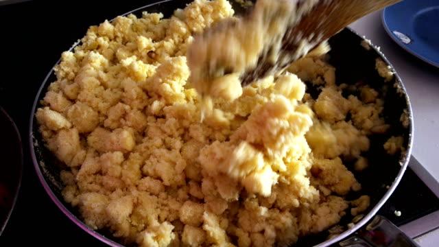 vídeos de stock e filmes b-roll de home cooking spanish traditional meal - cultura espanhola