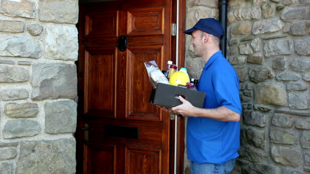 home delivery lebensmittel und küche-im freien - liefern stock-videos und b-roll-filmmaterial