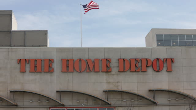 vídeos y material grabado en eventos de stock de home depot is scheduled to release earnings figures in jersey city new jersey us on friday august 14 2020 - escritura occidental