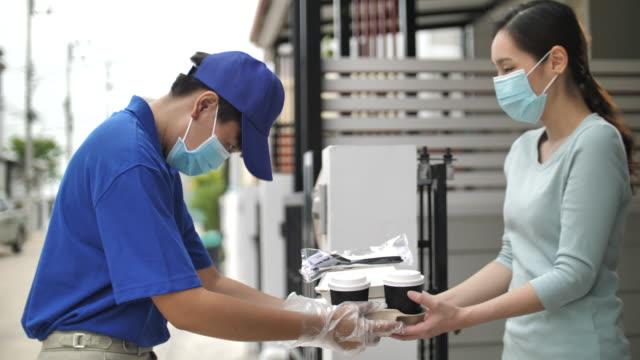 vídeos y material grabado en eventos de stock de entrega de alimentos en el hogar - preparación de alimentos