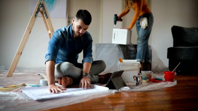 vídeos de stock e filmes b-roll de home interior design and improvement - broca