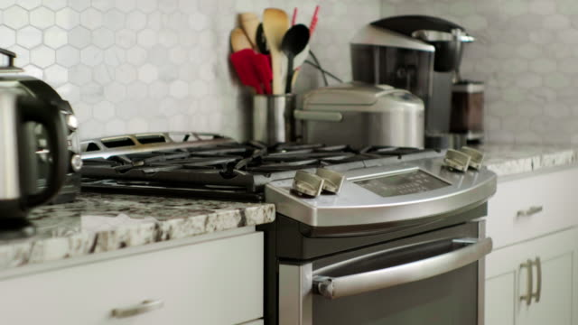 家庭用キッチン家電 - ステンレス点の映像素材/bロール