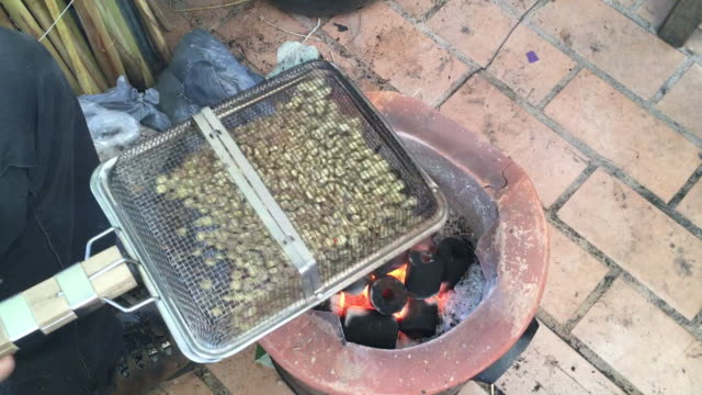自家製コーヒー豆を炒る - カフェイン分子点の映像素材/bロール