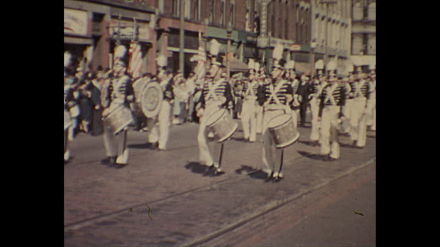 vídeos de stock e filmes b-roll de 1938 home movie - 4th of july parade / military personnel / american flags / nurses - patriotismo