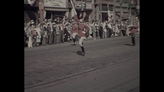 stockvideo's en b-roll-footage met 1938 home movie - 4th of july parade - 1938
