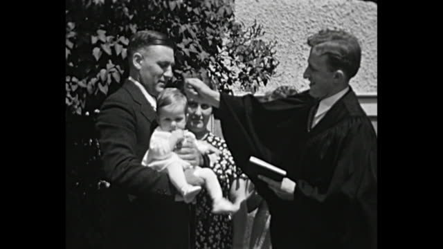 vidéos et rushes de 1932 home movie - baptismal ceremony - prêtre