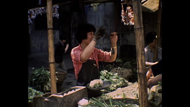 1969 home movie - beijing farmer's market - chinesische kultur stock-videos und b-roll-filmmaterial