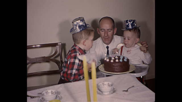 vídeos y material grabado en eventos de stock de 1961 home movie - birthday party for two year old boy - cumpleaños