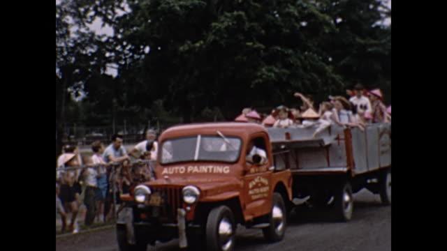1954 home movie - children in hayride - anno 1954 video stock e b–roll
