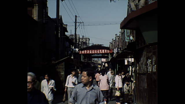 1969 home movie chinese people in the streets of beijing - comunismo video stock e b–roll