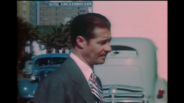 vidéos et rushes de home movie ws of don ameche signing an autograph for a man with a big book of autographs in hollywood 1940s - autographe