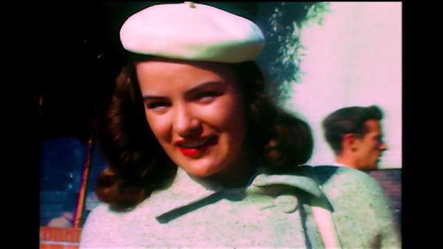 vidéos et rushes de home movie ella raines in hollywood. she talks to someone offscreen. - actrice