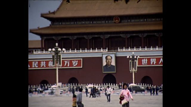 vídeos de stock e filmes b-roll de 1969 home movie - forbidden city beijing china - mao tse tung